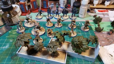 Closeup of the planters - done with the old GW palm trees - and CB Haqq figures in progress. Click for larger, as usual.